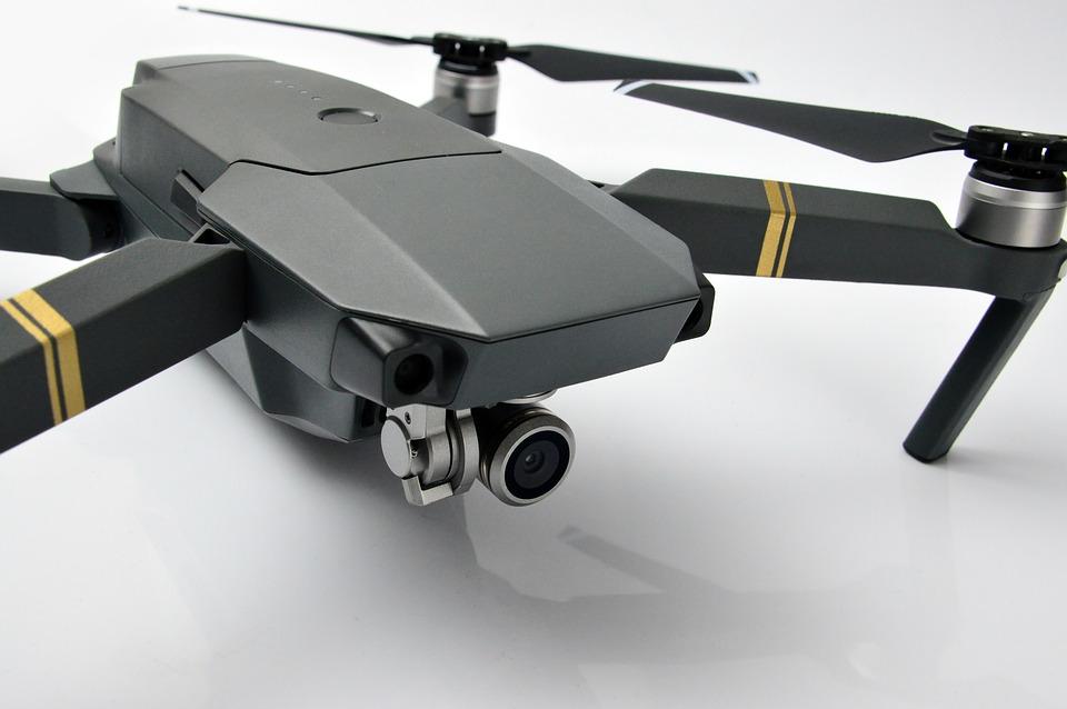 ¿ Qué pasa si vuelas un dron en un tren?